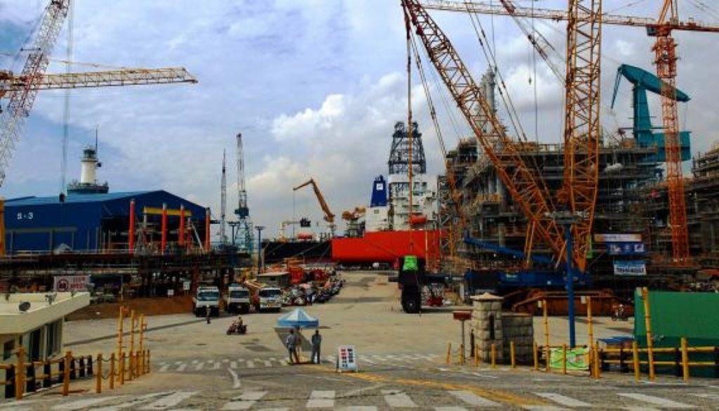 Hyundai_Heavy_Industries_ship_yard,_South_Korea_(15037403187)