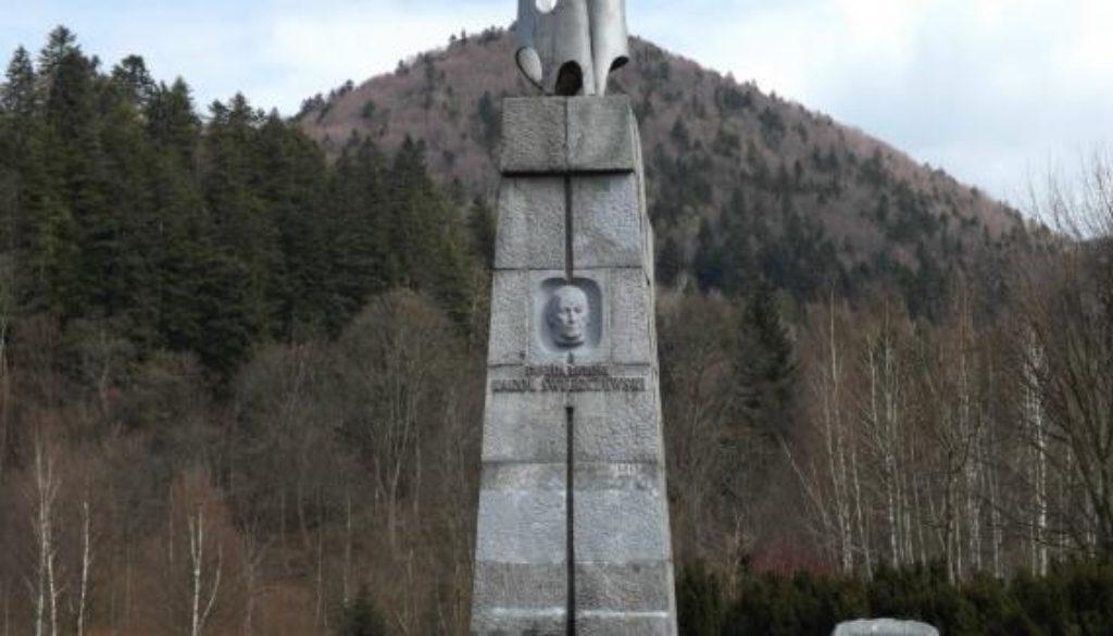 Pomnik_gen._Karola_Świerczewskiego