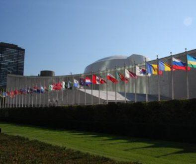 UN_General_Assembly_bldg_flags