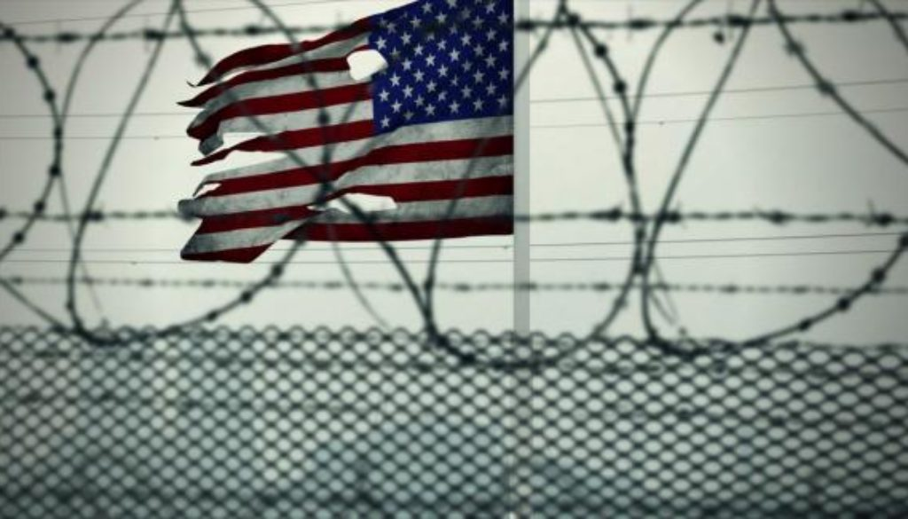 american_flag_usa_barbed_wire_guantanamo_bay