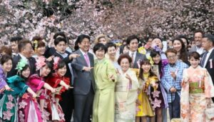 Shinzo_and_Akie_Abe_in_2017_hanami