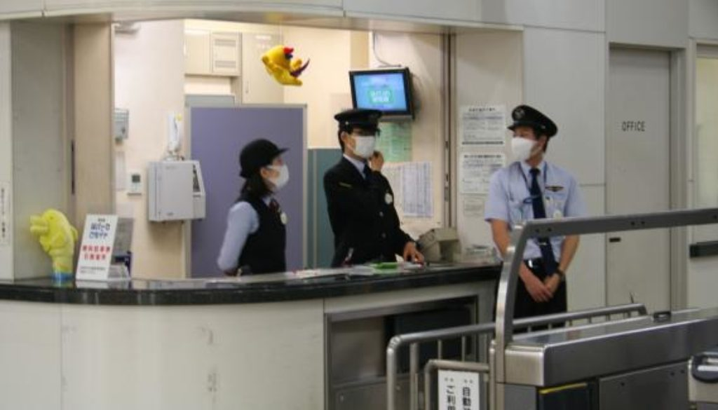 Japanese_Railroad_workers_Swine_Flu