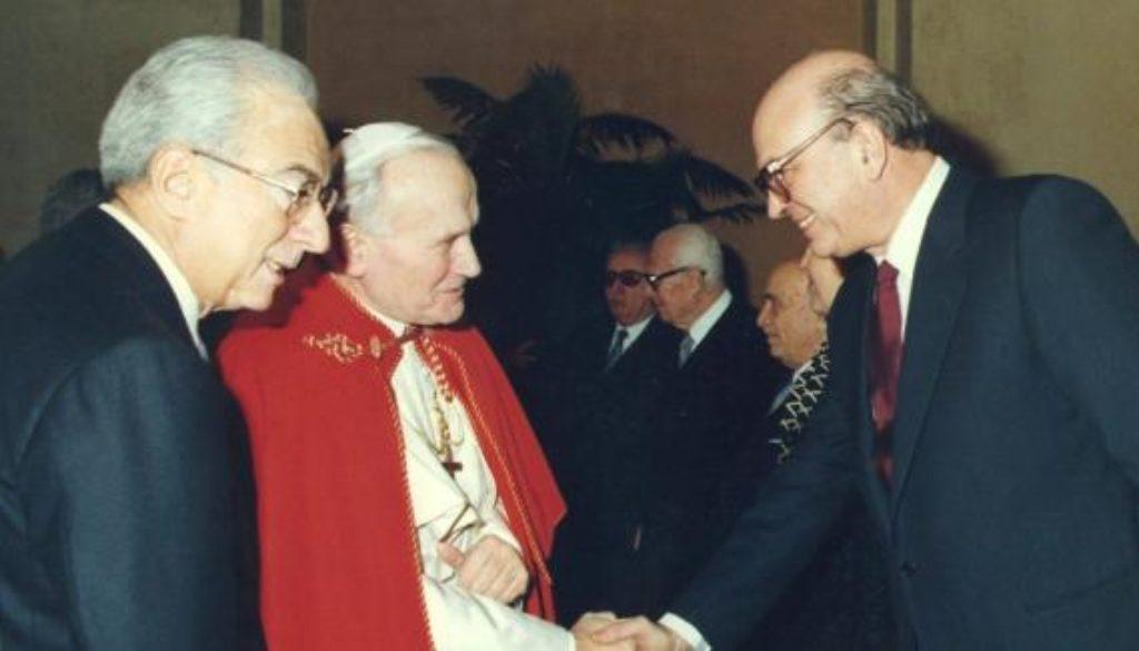 Cossiga,_Giovanni_Paolo_II_e_Craxi_(Quirinale,_1986)