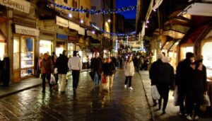 pedestrian-florence-street-night
