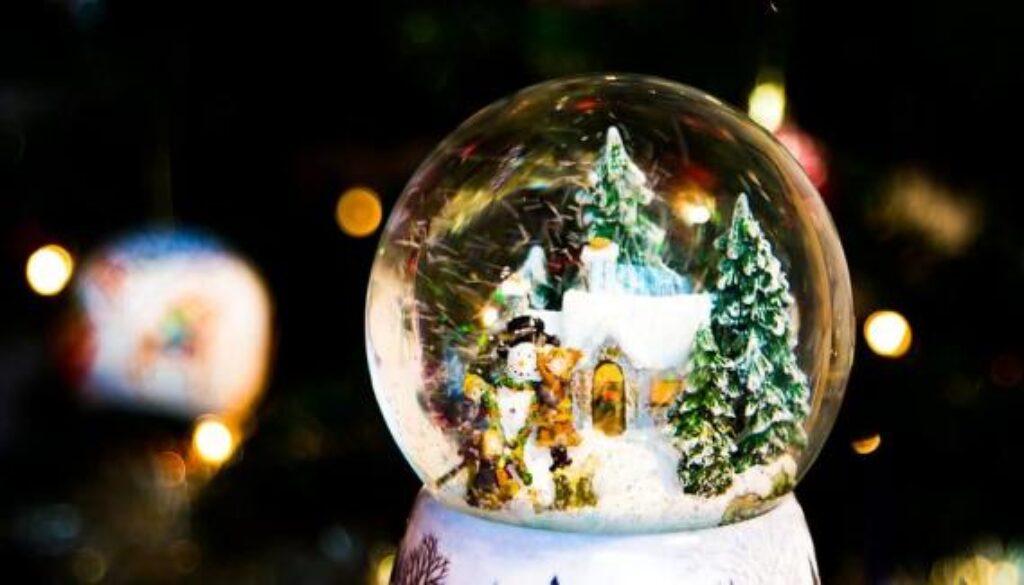 christmas-ball-display
