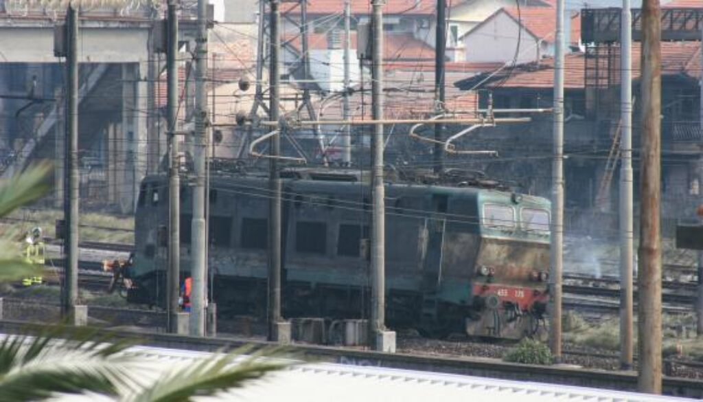 2009_Viareggio_train_accident_surrounding_damages_crop