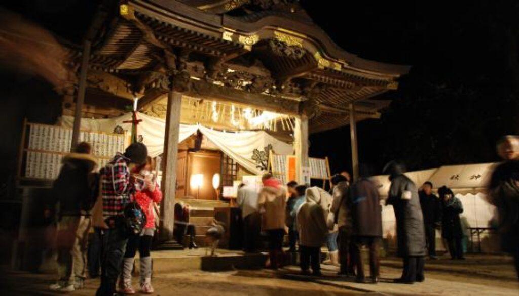 Gancho-mairi_in_Sawara_Suwa-Shrine,katori-city,Japan