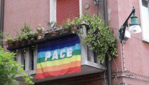 bandiera pace balcone
