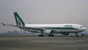Airbus_A330_Alitalia_crop